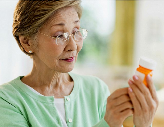 SeniorHelpers-Canada-Prescription-Pickup